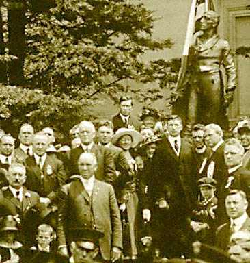 photograph of De Valera as he unveils statue of Robert Emmet in San Francisco's Golden Gate Park, 1919